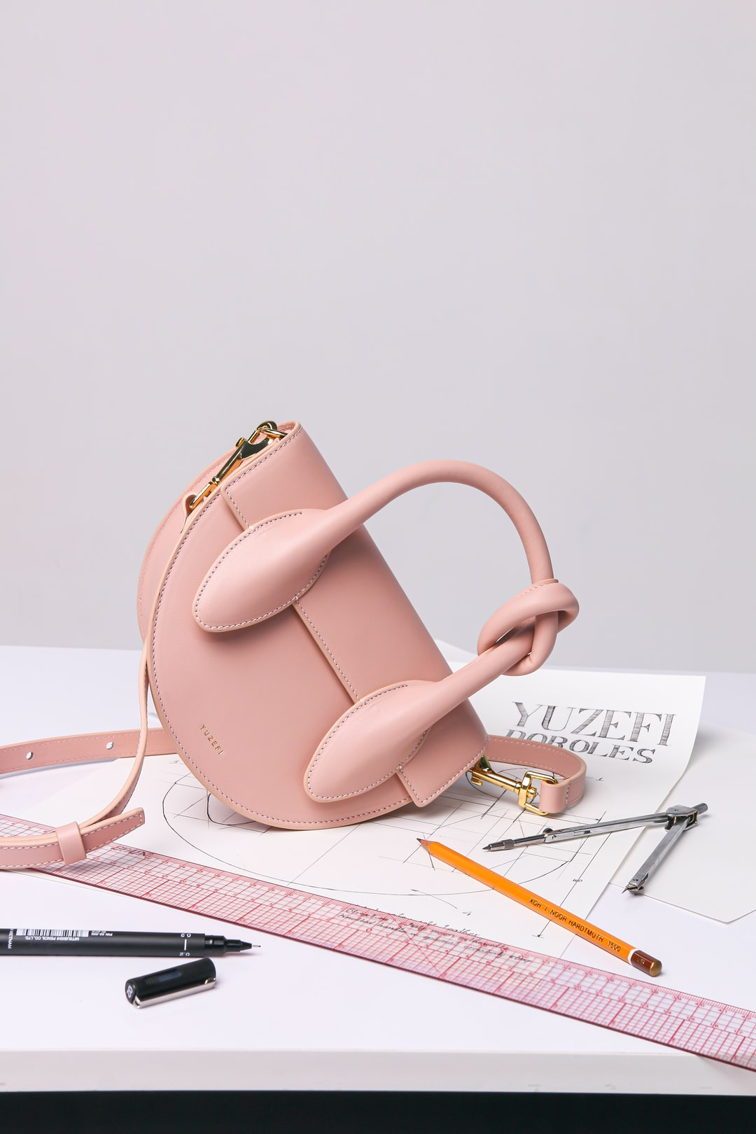 #fashion #bag #minimal #minimalist #minimalism #danselente #pop #concept #minibag #fashionista #accessories