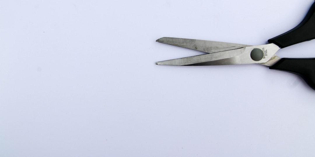 Scissor from right