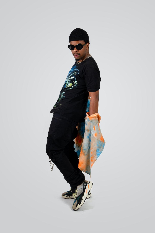 man in black crew neck t-shirt and black sunglasses