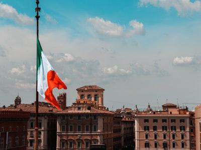 L'economia ferma e il dubbio sui decessi in Italia