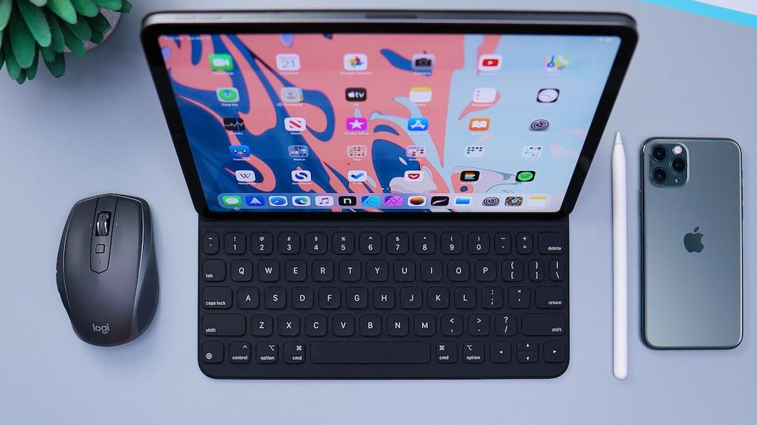 Apple iPad Pro Desk Setup