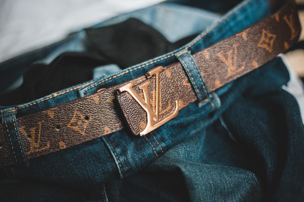blue denim jeans with black belt