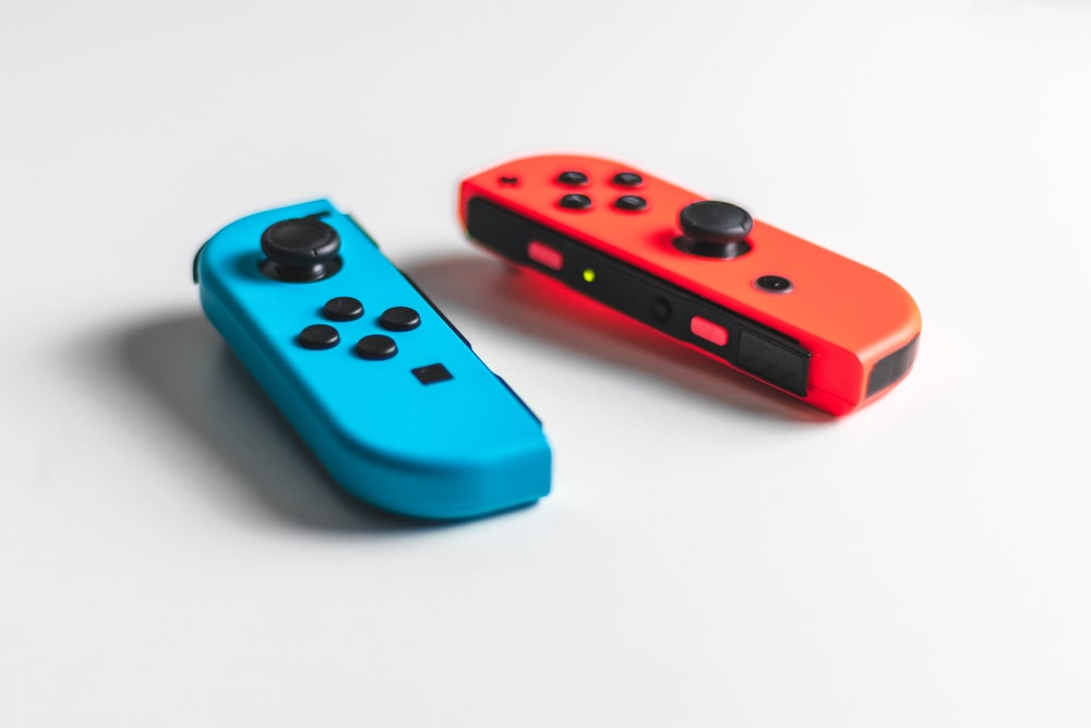 red and blue nintendo switch
