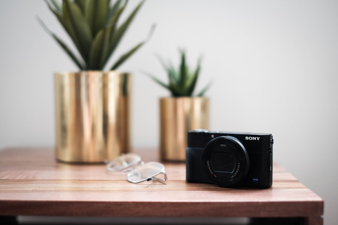 Camera and Glasses - unsplash