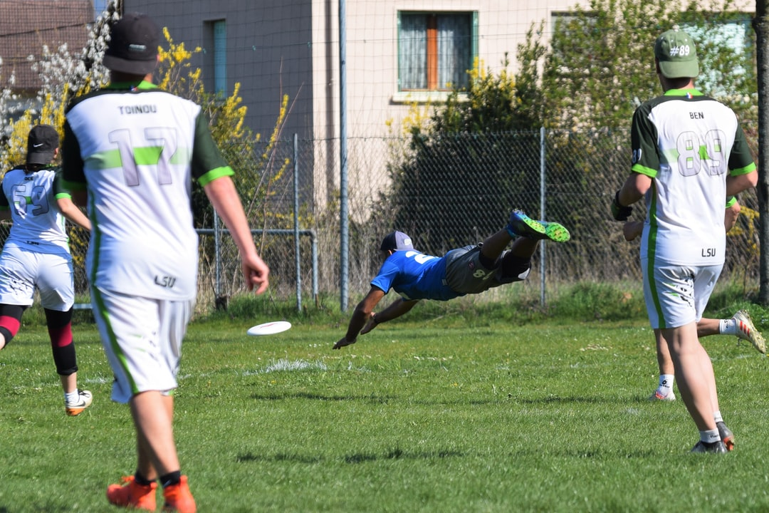 Ultimate Frisbee player layout to catch the disc;