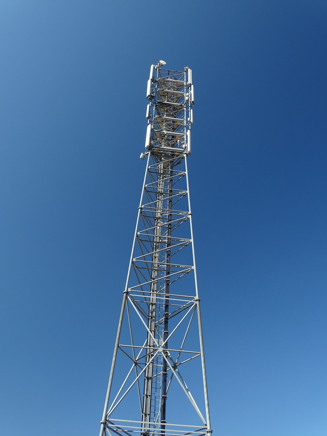 Mobile network mast againt the blue sky...