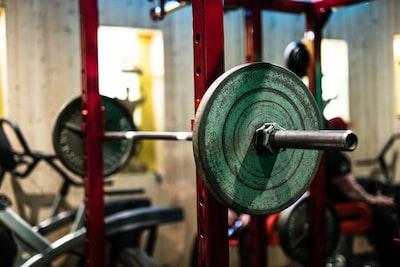 Hvordan laver man et træningsprogram til styrketræning? 6 enkle trin!