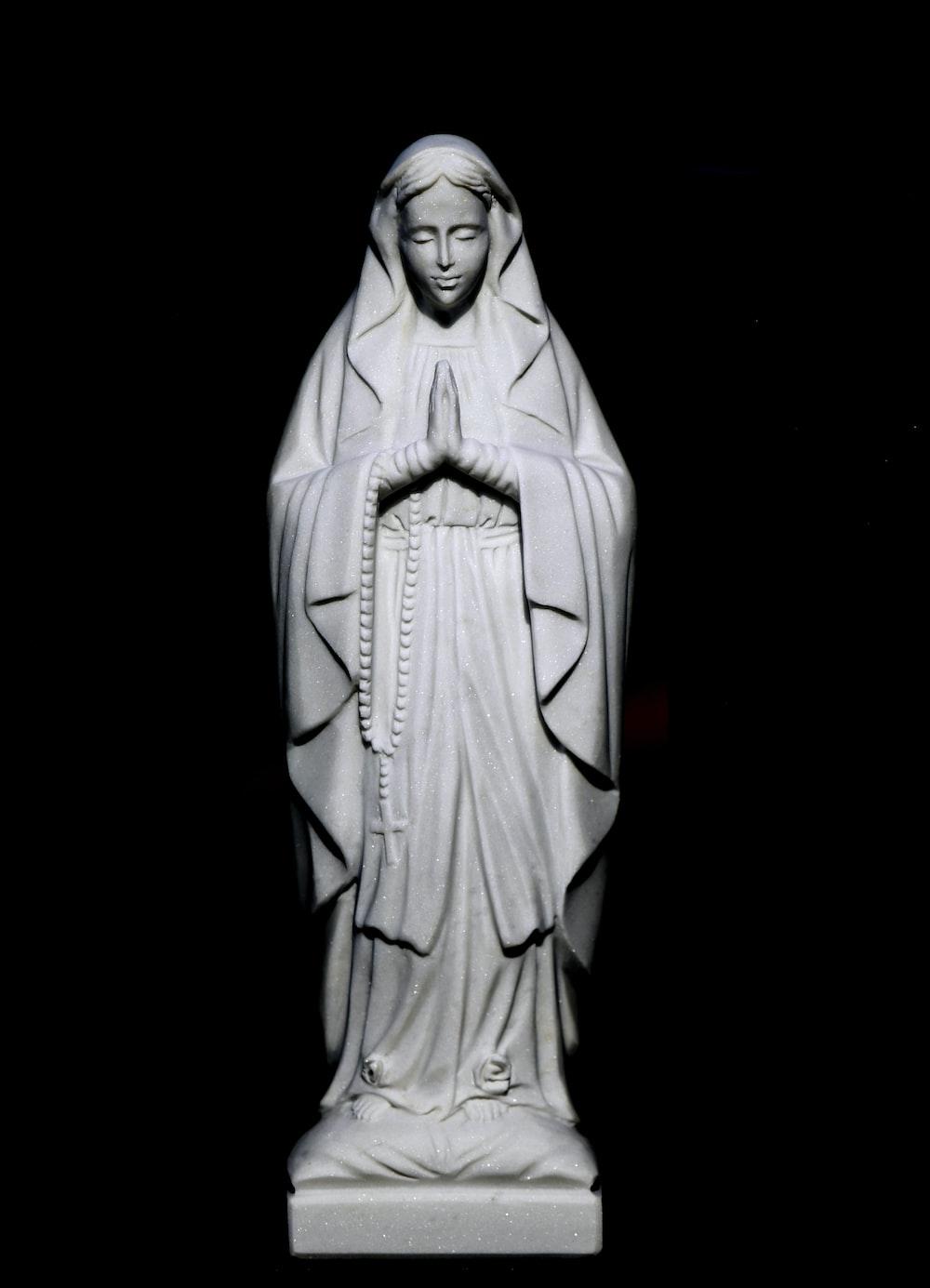 jesus christ on cross statue