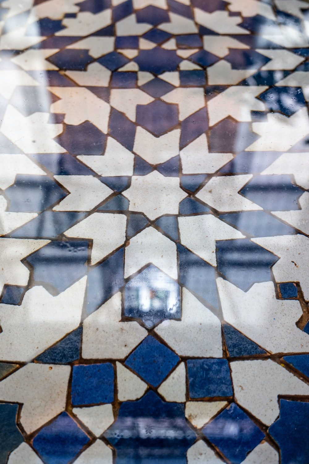 white and blue square pattern