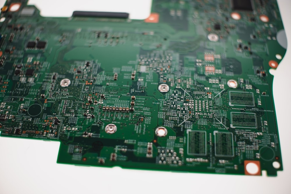 green and black computer motherboard
