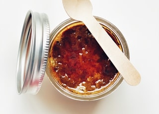brown liquid in clear glass jar