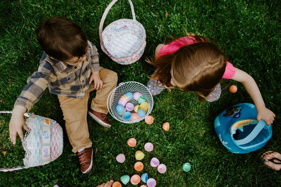children sharing Easter eggs