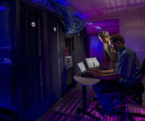 kelebihan cloud hosting untuk manajemen server