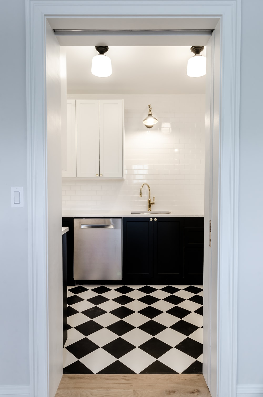 white and blue checkered bathroom