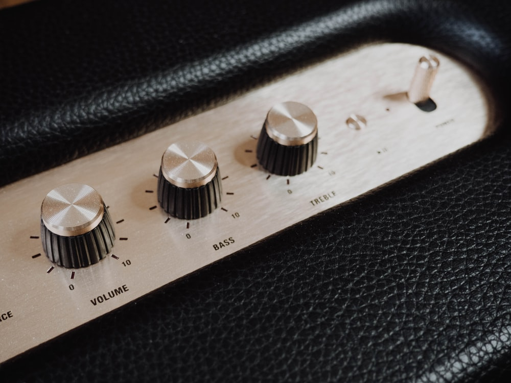 black and white guitar amplifier