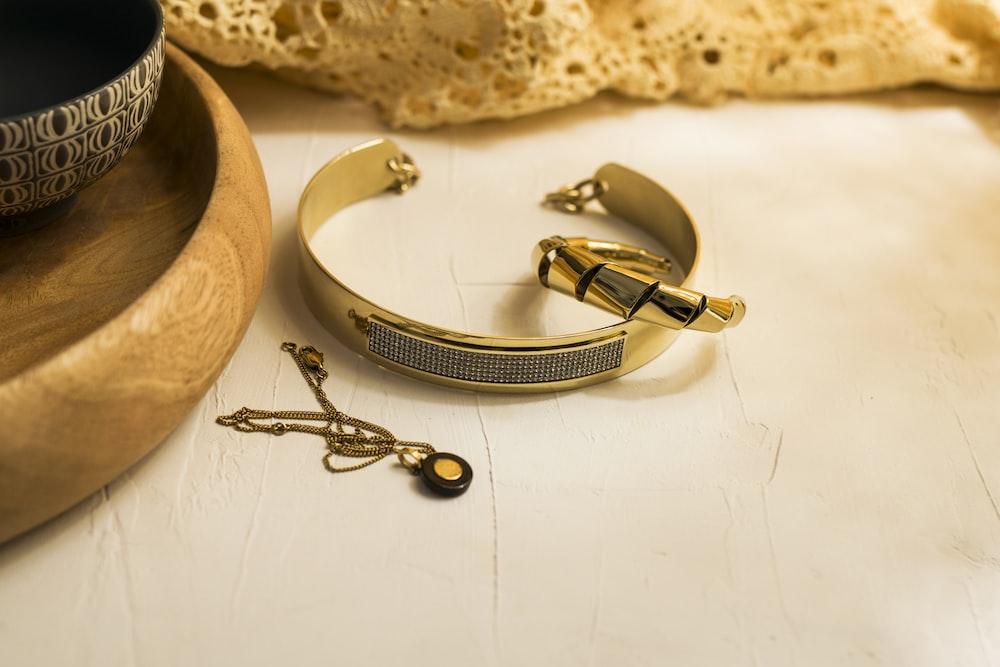 silver link bracelet round watch