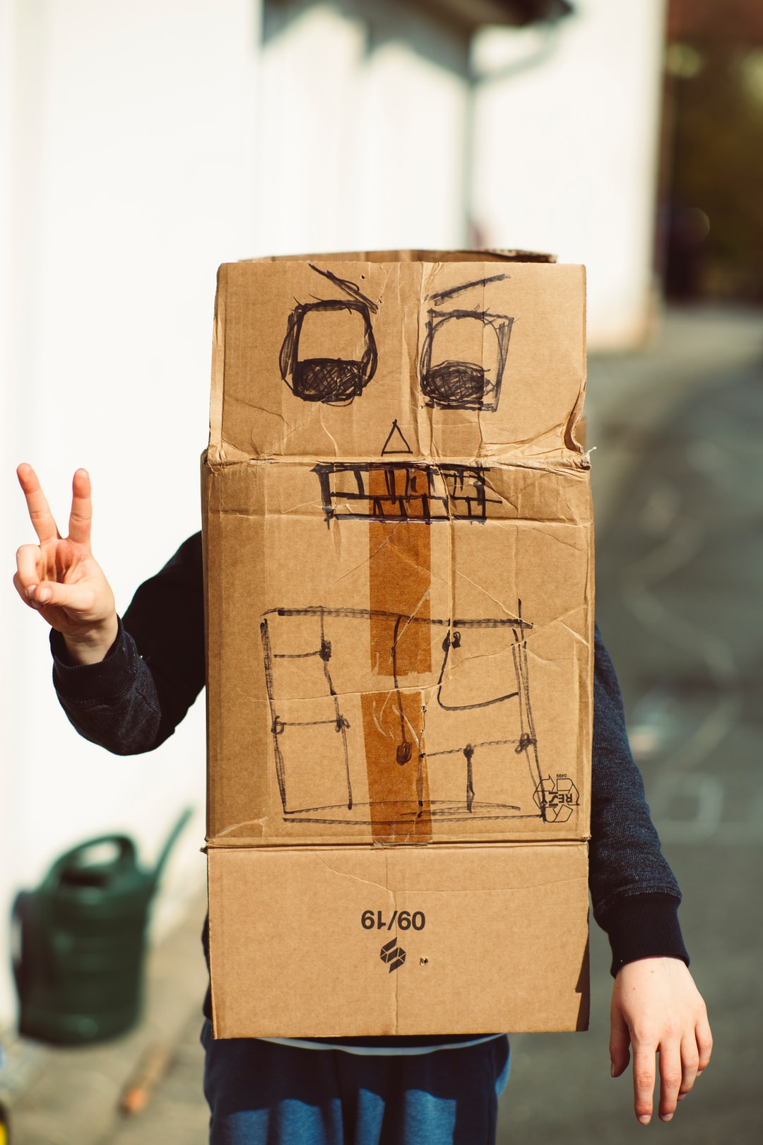 #stayhome – Boy with creative handmade cardboard box roboter simulation. Made with Canon 5d Mark III and analog vintage lens, Leica Summicron-R 2.0 90mm (Year: 1981)