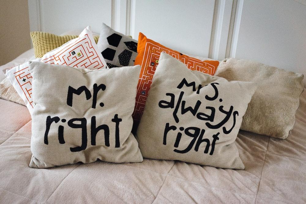 白と黒私はあなたが枕を投げるのが大好きです