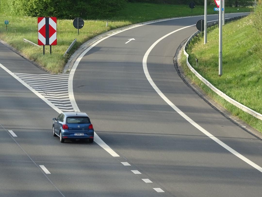 Take the exit on the highway - Neem de uitrit op de snelweg - Prenez la sortie sur l'autoroute