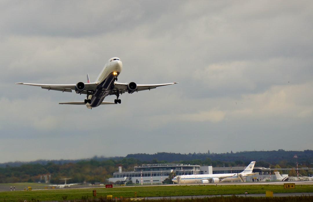 Delta Airlines Boeing 767 during takeoff at Düsseldorf International Airport [EDDL/DUS]