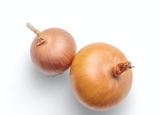 3 white garlic on white background