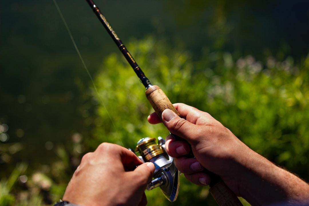 hands fishing