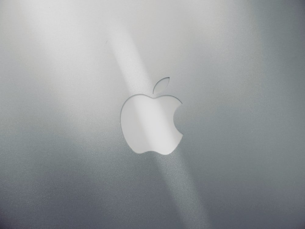 silver apple logo on silver imac