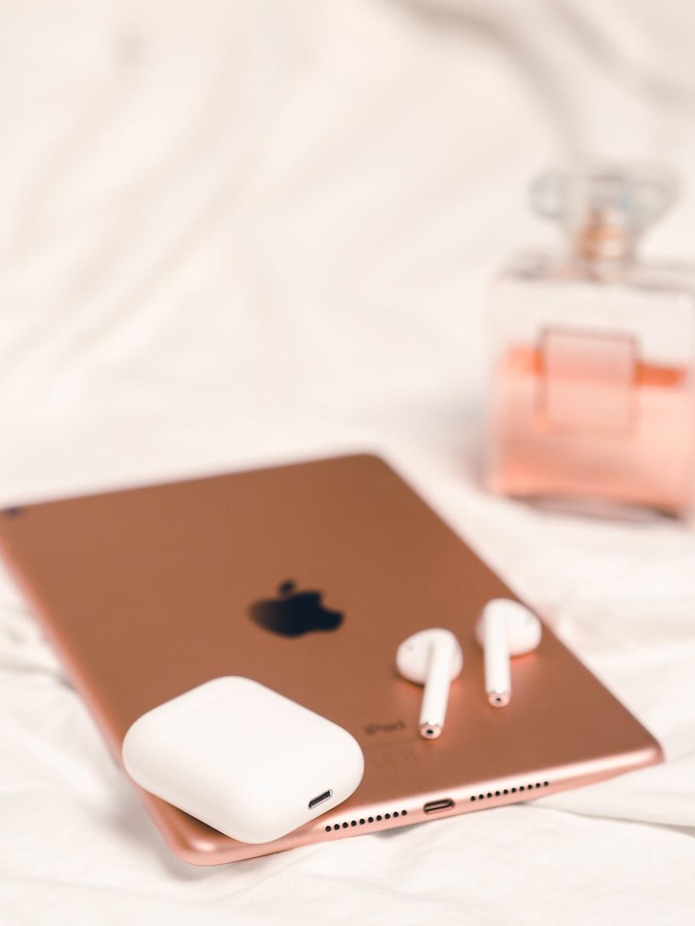 apple earpods on silver macbook