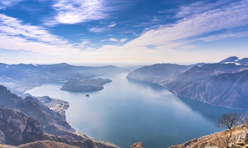 Vista panoramica sul Lago di Iseo tra i laghi più belli d'Italia