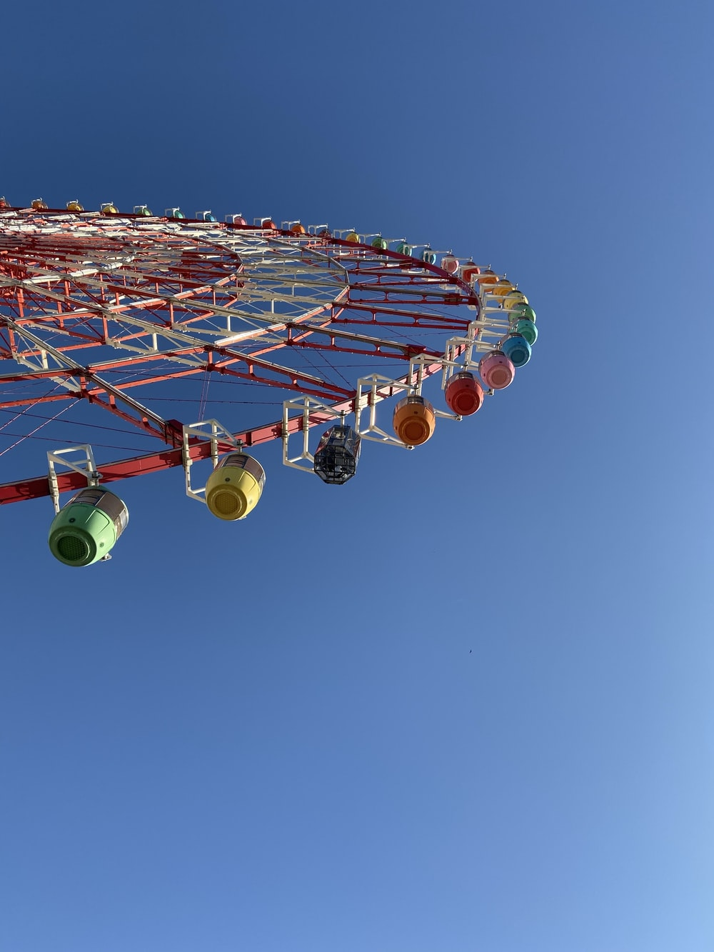 green and yellow ferris wheel under blue sky during daytime