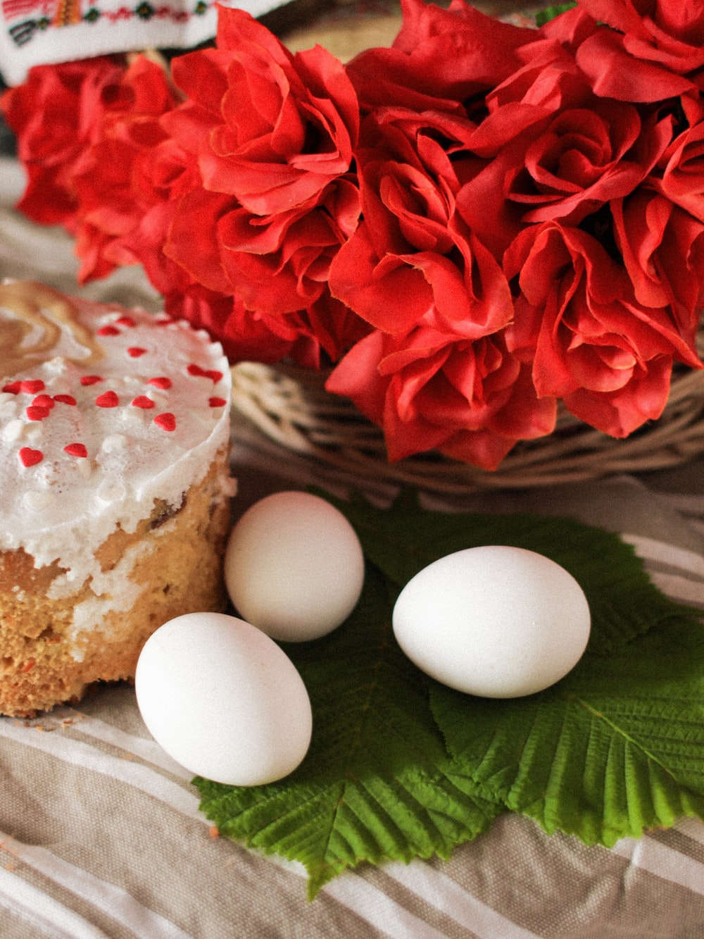 2 white eggs on brown round cake