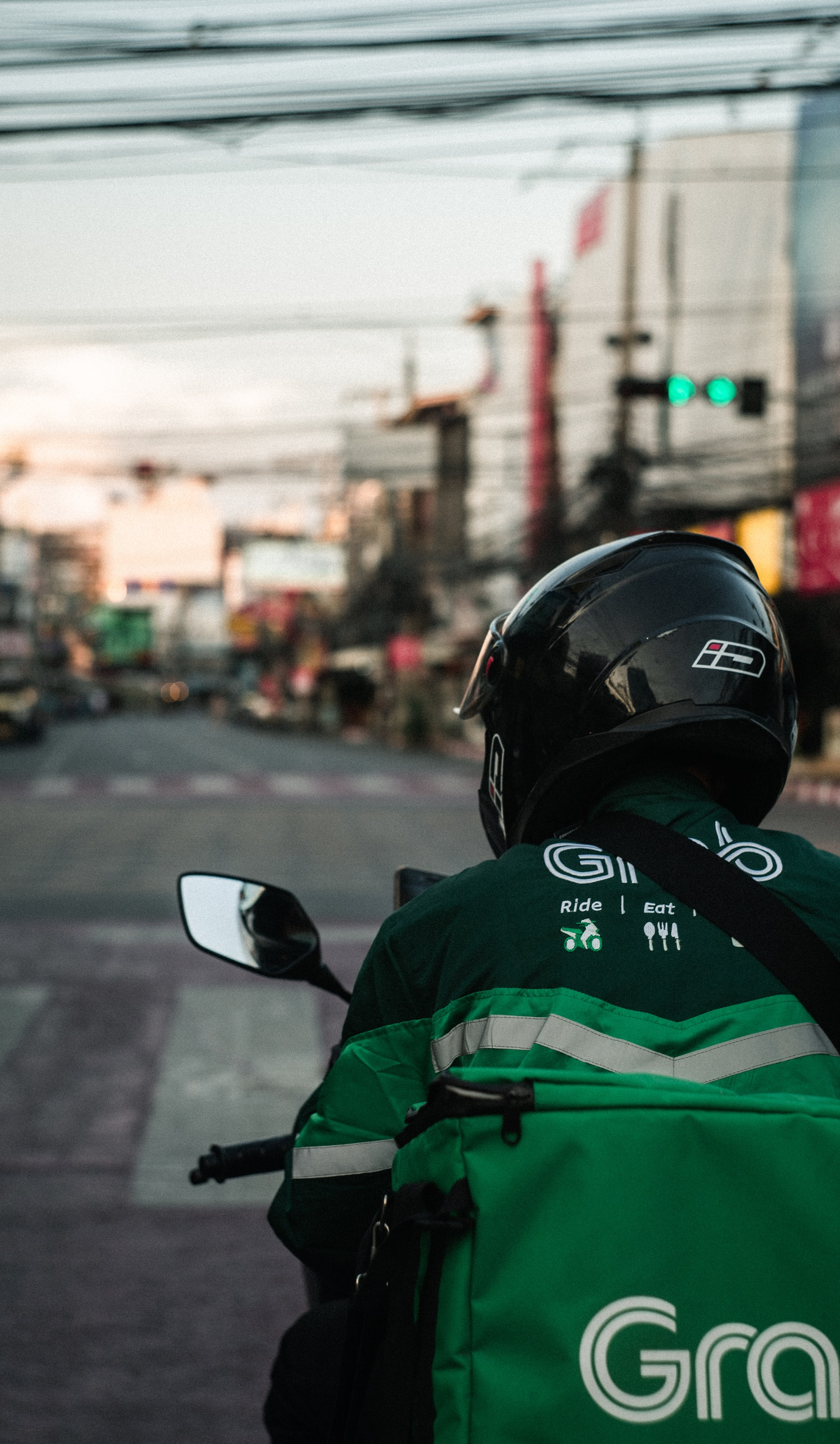 GRAB courier makes delivery