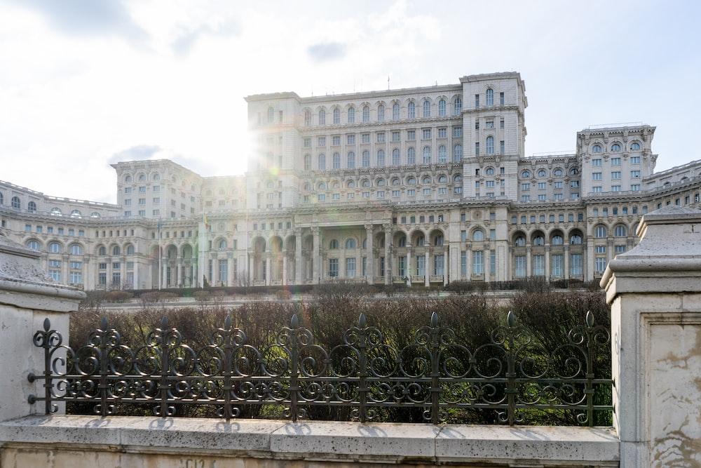 parlement bucarest visiter roumanie
