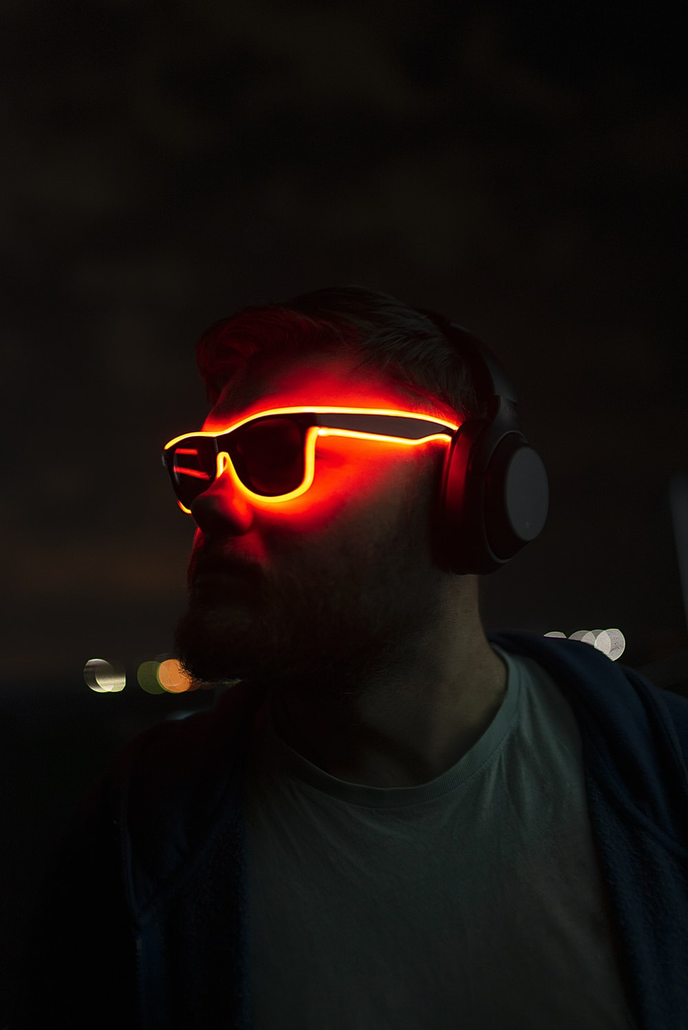 man in black crew neck shirt wearing red goggles