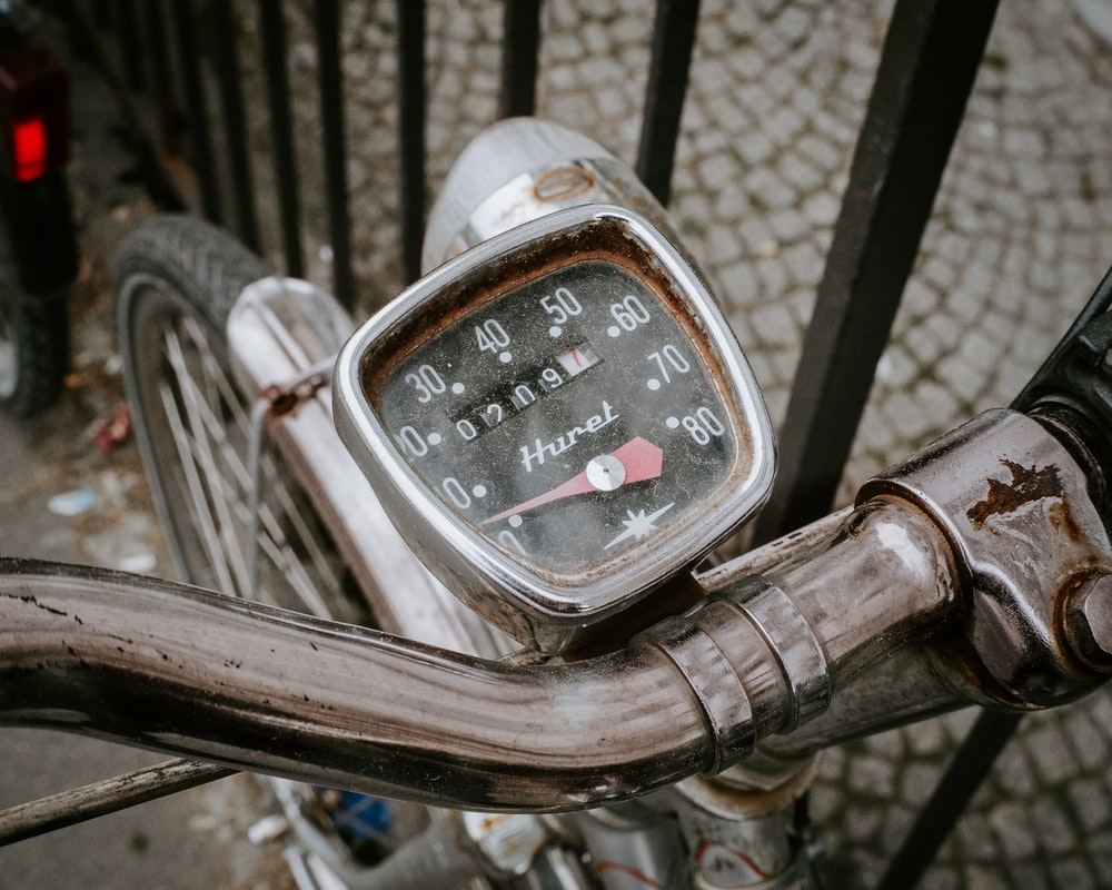 black and silver motorcycle speedometer