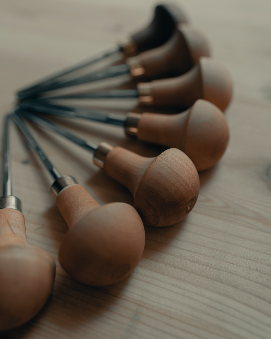 Swiss woodcarving tools 2/3 (IG: @clay.banks)