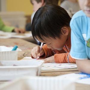 Gagner rapidement un bon salaire en tant qu'assistante maternelle