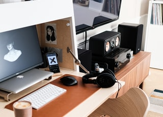 silver imac on brown wooden desk