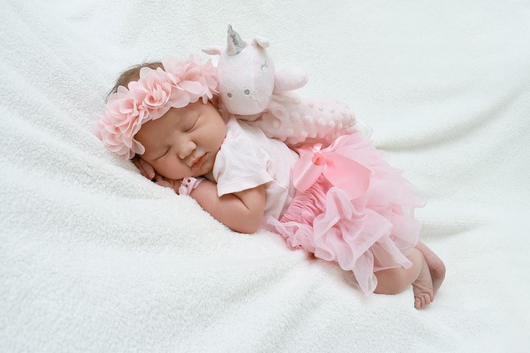Newborn babygirl in baby shooting