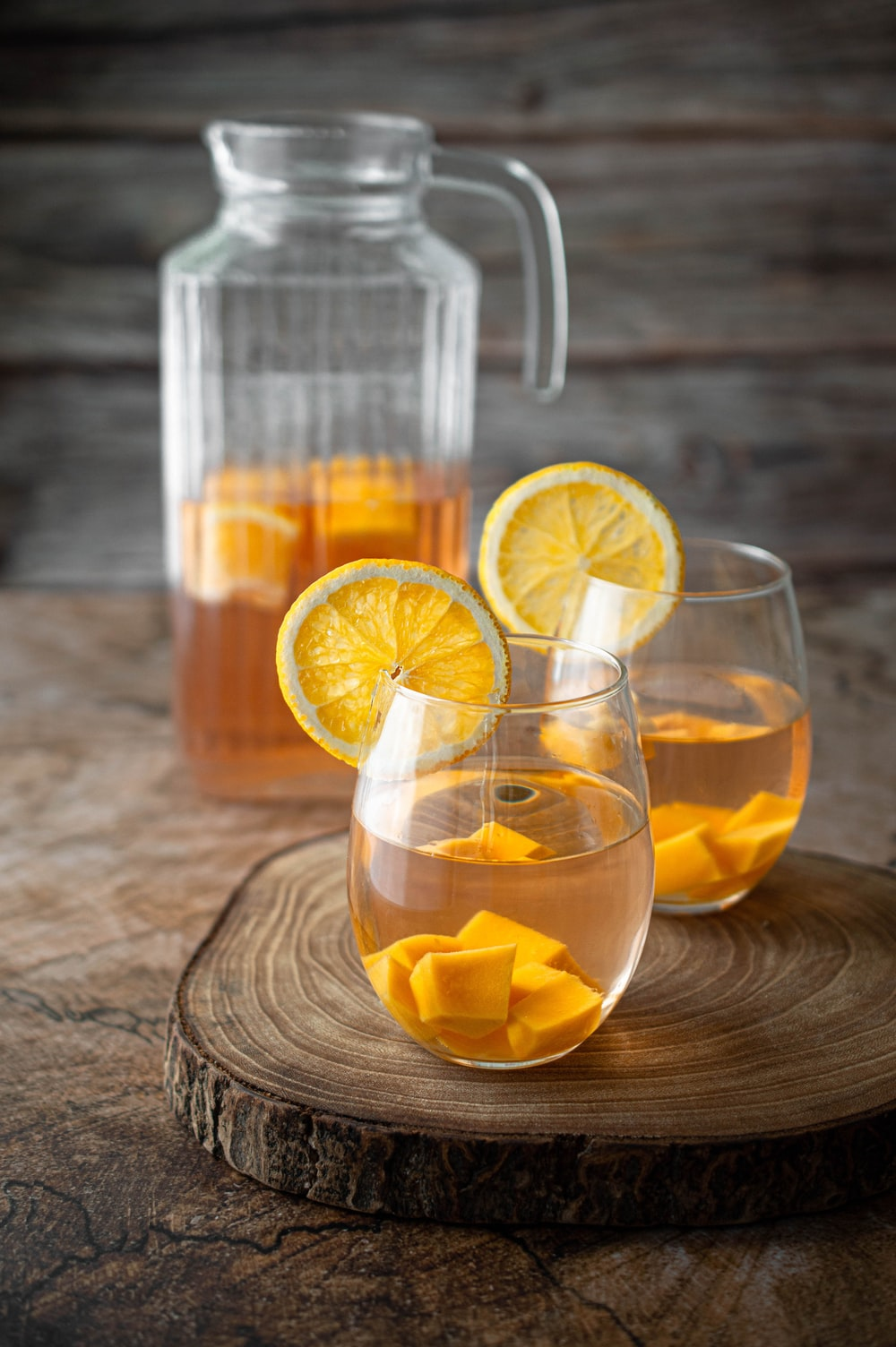 clear glass pitcher with sliced lemon