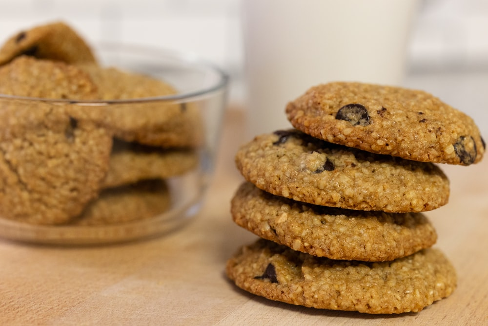 cookies in clear glass bowl