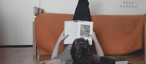 פאוץ' מאת נועה קירל - ניתוח פסיכודינאמי