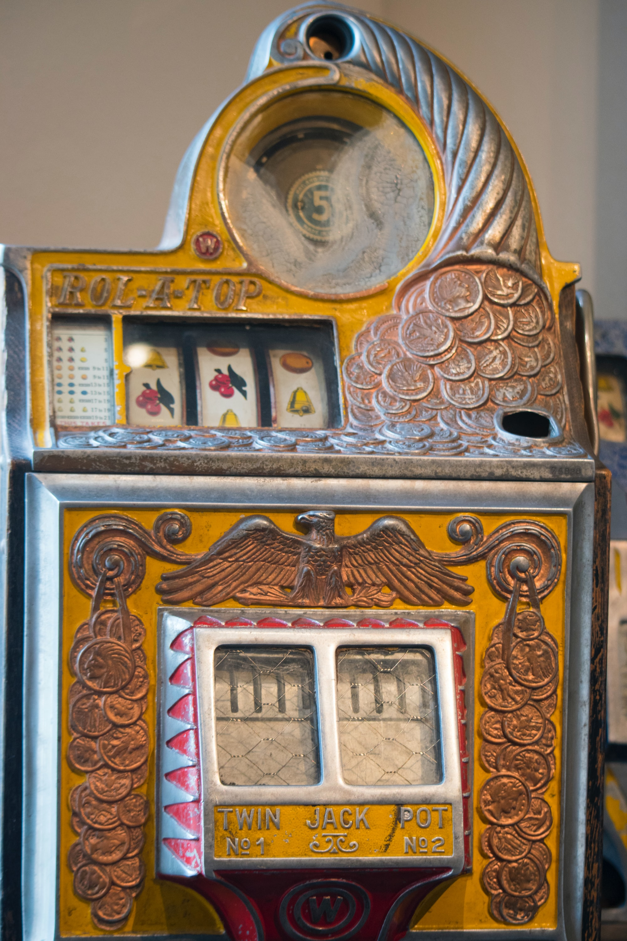 An old slot machine, classic, vintage
