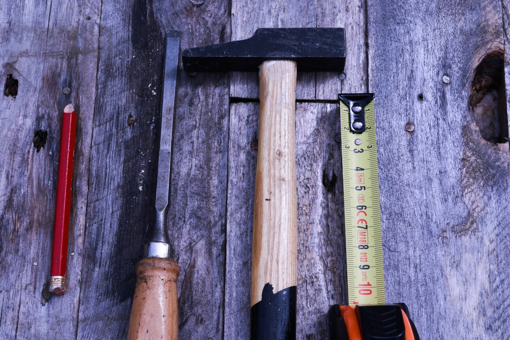 brown and black handle hammer