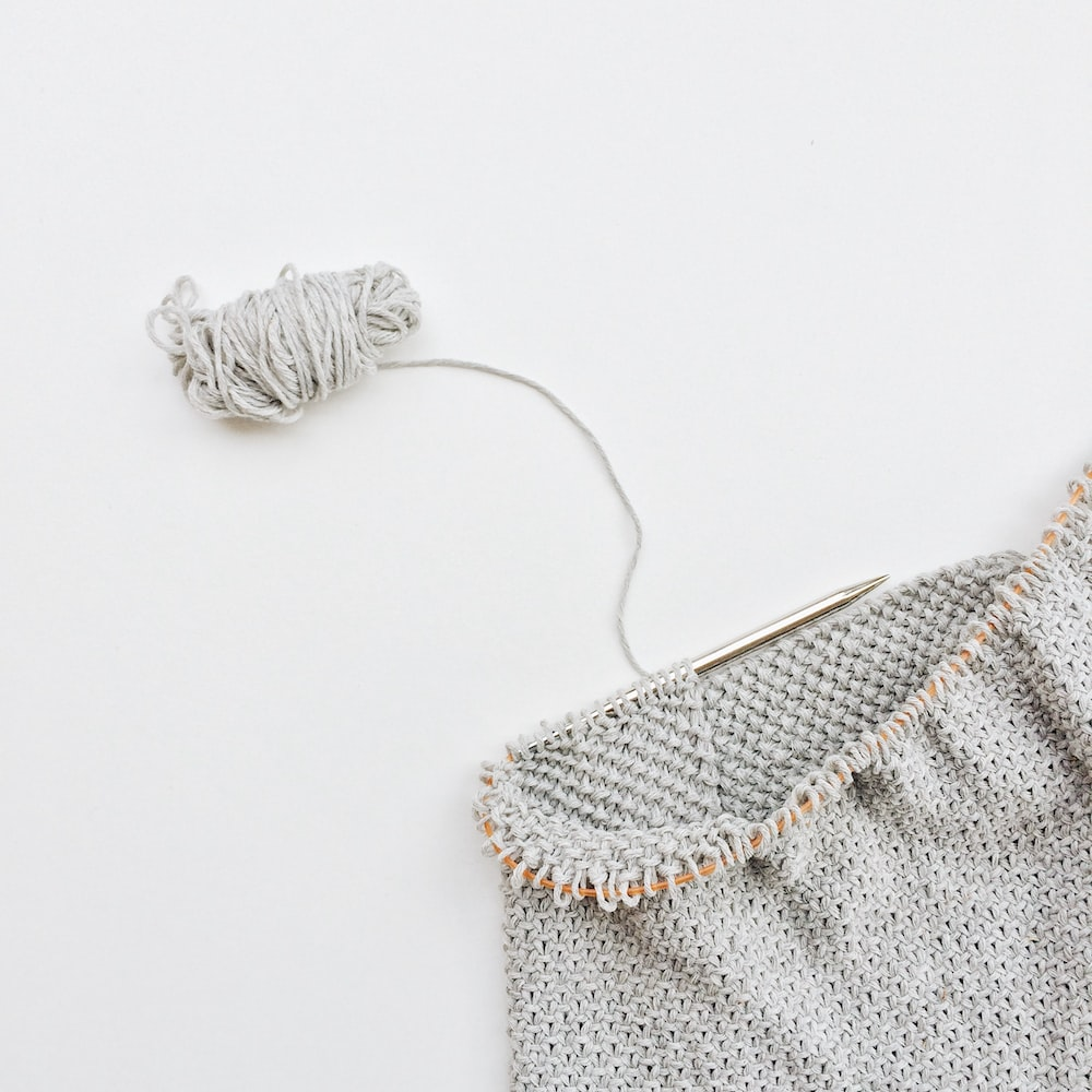 white and gray knit bag