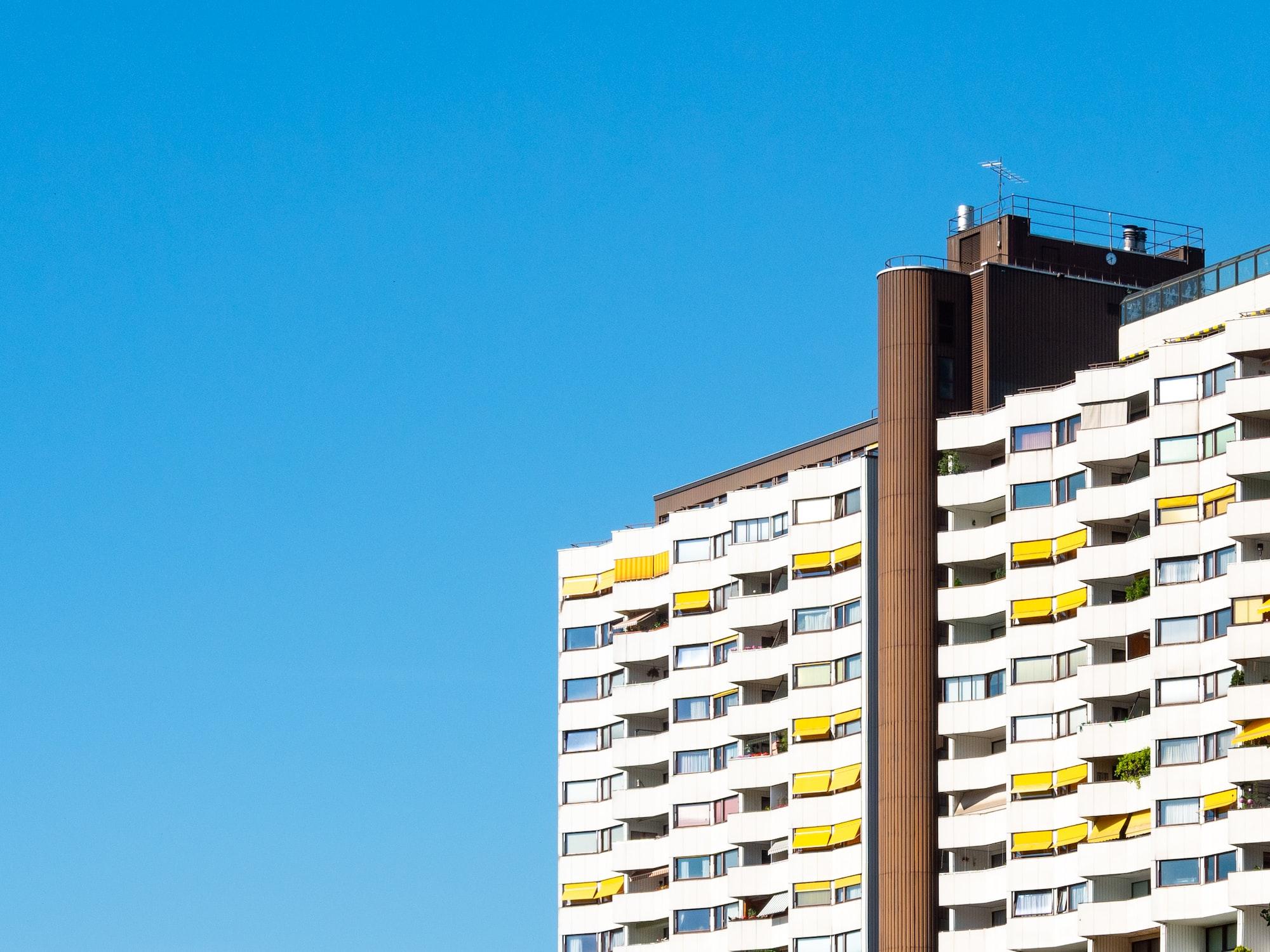 A incorporação imobiliária nos moldes exemplificados pode levar à verticalização dos espaços, que é o excesso de prédios em uma região.