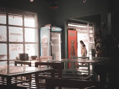 I manichini e i peluche che affolleranno i ristoranti