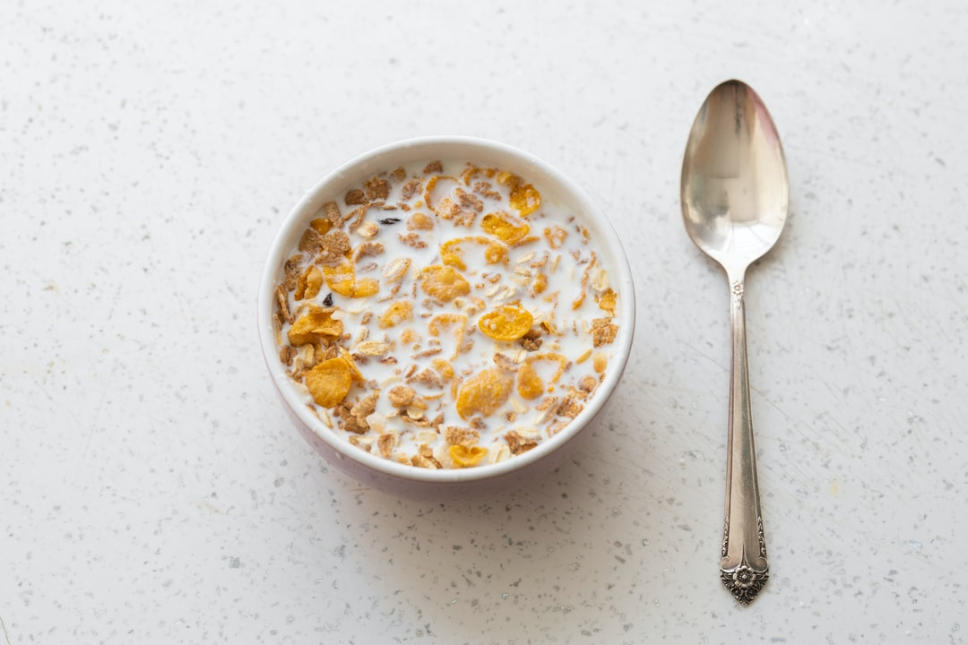 a plate of cornflakes and milk
