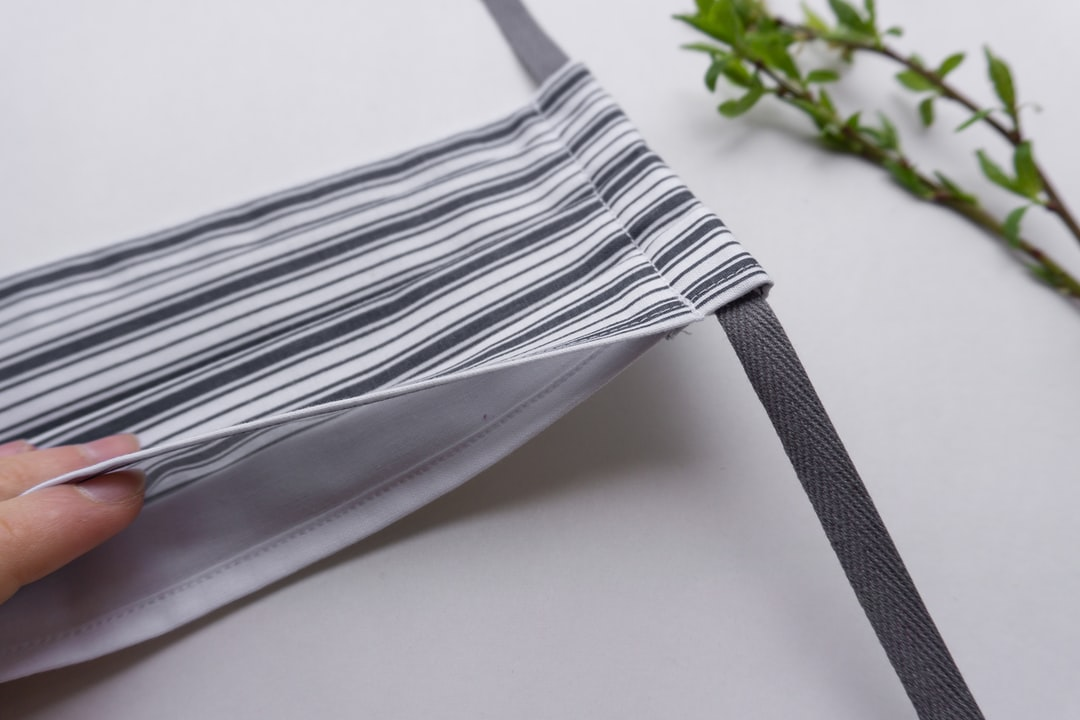 Stripy face mask with pocket for filter
