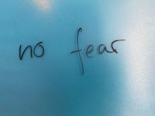 "Handwritten text saying ""no fear."""